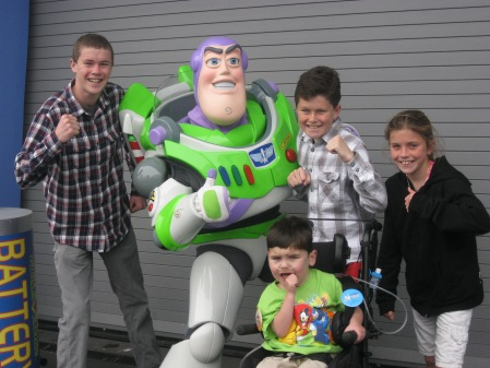 We got to meet ALOTTA characters!  Including...Buzz Lightyear...